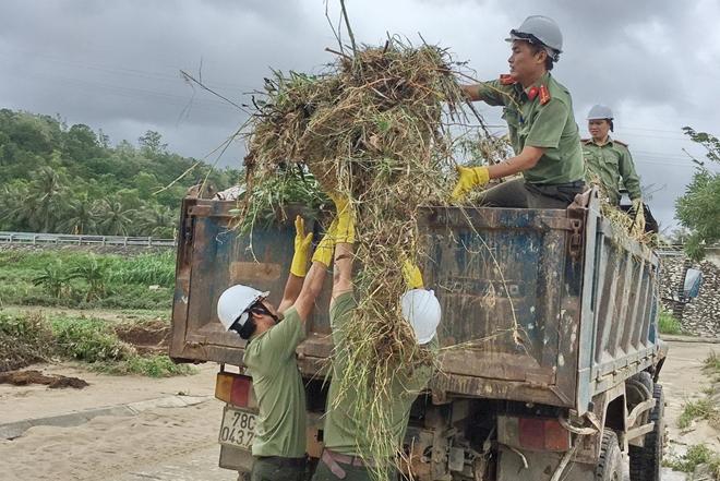Giúp dân bớt khó khăn sau bão - Ảnh minh hoạ 4