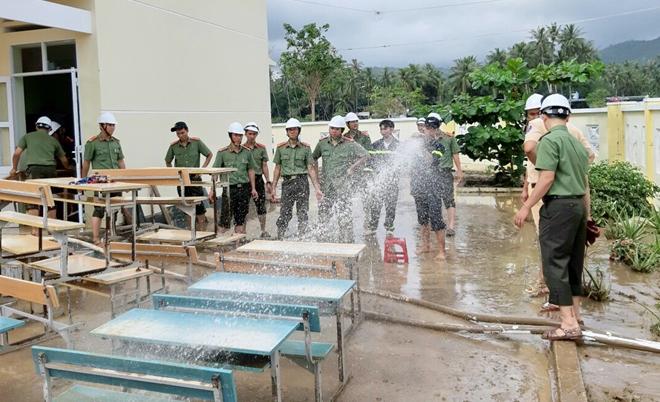 Giúp dân bớt khó khăn sau bão - Ảnh minh hoạ 3