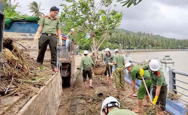 Giúp dân bớt khó khăn sau bão - Ảnh minh hoạ 14