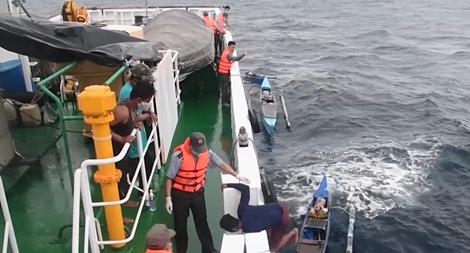 Cứu nạn 4 ngư dân Philippines trôi dạt trên vùng biển Trường Sa