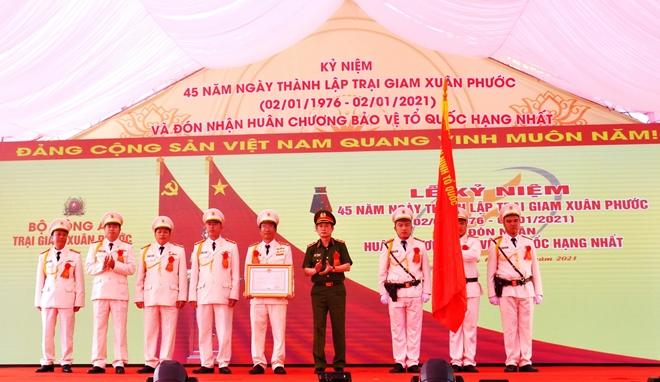 Trại giam Xuân Phước đón nhận Huân chương Bảo vệ Tổ quốc hạng Nhất - Ảnh minh hoạ 2