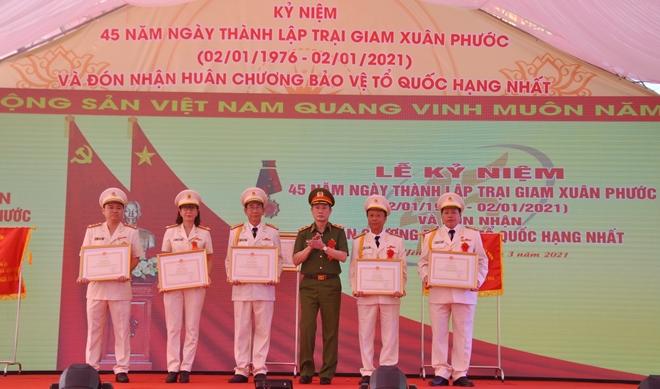 Trại giam Xuân Phước đón nhận Huân chương Bảo vệ Tổ quốc hạng Nhất - Ảnh minh hoạ 3
