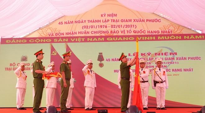 Trại giam Xuân Phước đón nhận Huân chương Bảo vệ Tổ quốc hạng Nhất