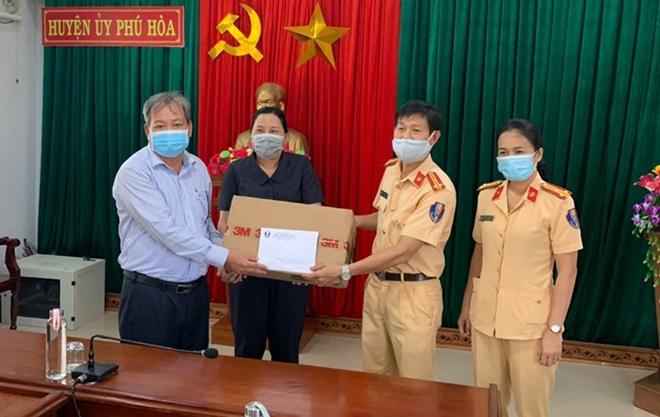 CSGT Phú Yên dẫn đường đoàn xe khách đưa 400 người dân về quê an toàn - Ảnh minh hoạ 3