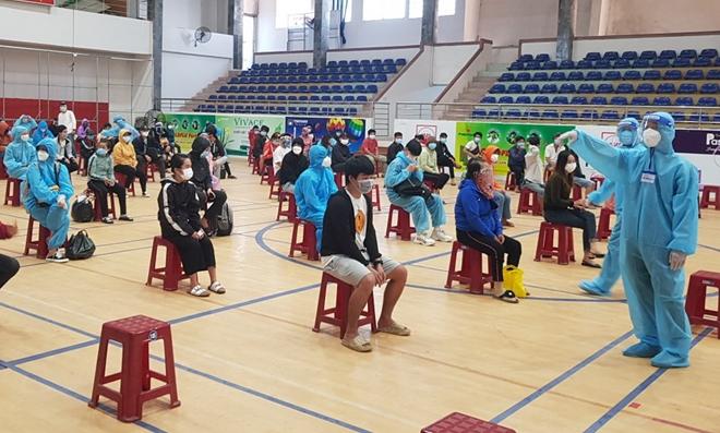 CSGT Phú Yên dẫn đường đoàn xe khách đưa 400 người dân về quê an toàn - Ảnh minh hoạ 8