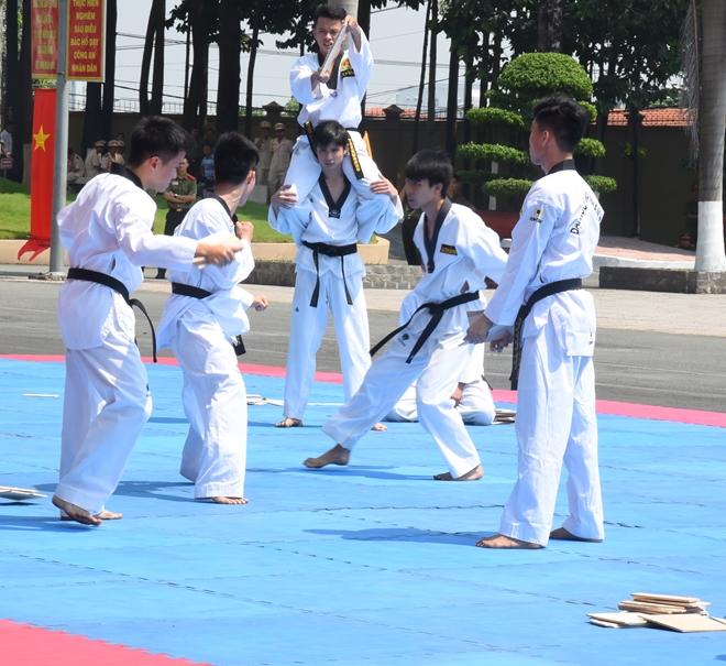 Mãn nhãn với màn biểu diễn võ thuật trong Lễ khai giảng của Đại học ANND - Ảnh minh hoạ 7