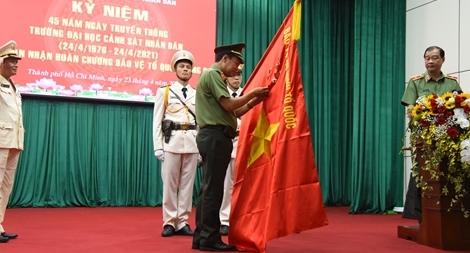 Đại học Cảnh sát nhân dân đón nhận Huân chương Bảo vệ Tổ quốc hạng Ba