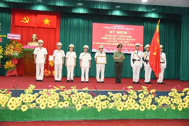 Đại học Cảnh sát nhân dân đón nhận Huân chương Bảo vệ Tổ quốc hạng Ba - Ảnh minh hoạ 2