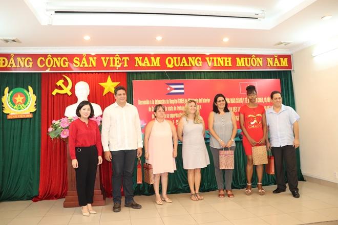 Trao đổi kinh nghiệm trong lĩnh vực y tế giữa Bộ nội vụ Cu ba và Việt Nam