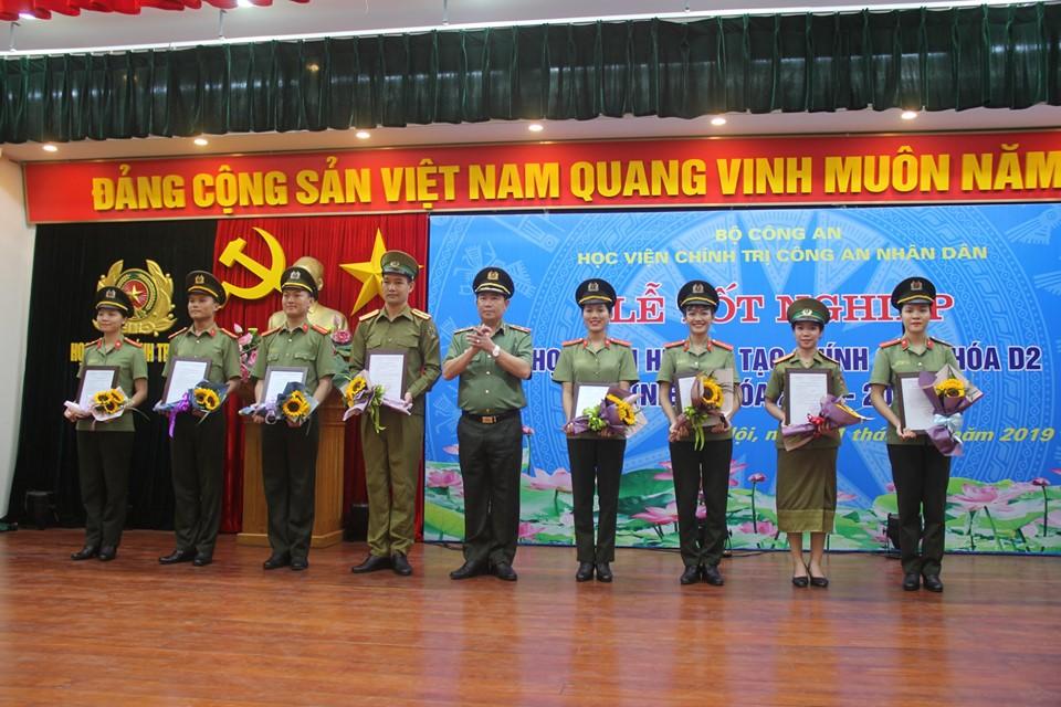Học viện Chính trị CAND trao bằng tốt nghiệp cho các học viên khóa D2