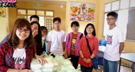 Học sinh Thủ đô quyên góp thực phẩm giúp người nghèo