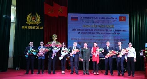 Thắm tình hữu nghị, đoàn kết Việt Nam-Liên bang Nga