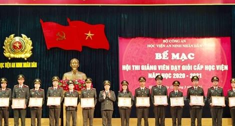Học viện ANND khen thưởng các giảng viên dạy giỏi