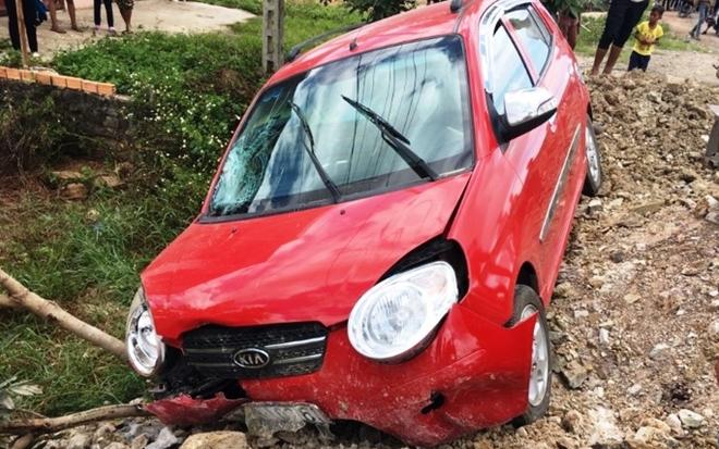 Nữ du khách nước ngoài bị xe ôtô tông trọng thương