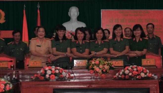 Hội Phụ nữ Công an Cụm 6 ký kết giao ước thi đua