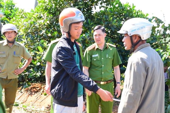 Lê Sỹ Quốc Thái Anh dựng lại hành vi dùng dao đâm nạn nhân