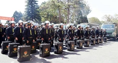 Cảnh sát cơ động về cơ sở giữ ANTT dịp Tết