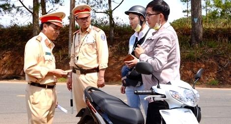 Đà Lạt ra quân xử lý vi phạm giao thông ở các xã