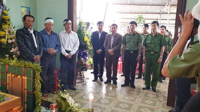 Lãnh đạo Bộ Công an tới chia buồn cùng gia đình Công an viên hi sinh