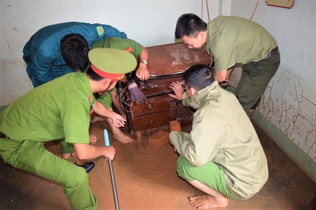 Công an Lâm Đồng chung tay giúp đỡ bà con vùng tâm lũ - Ảnh minh hoạ 3