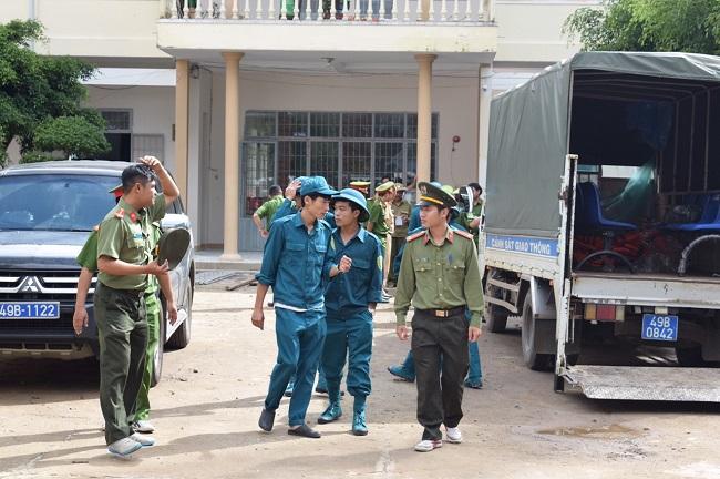 Công an Lâm Đồng chung tay giúp đỡ bà con vùng tâm lũ