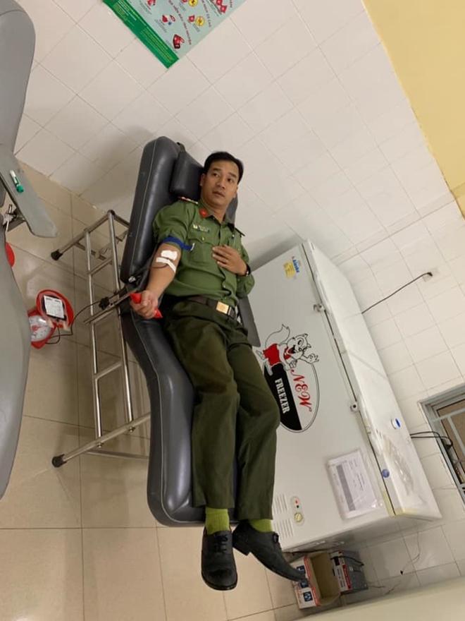 Ba cán bộ Công an hiến máu nhóm hiếm cứu người nguy kịch - Ảnh minh hoạ 2