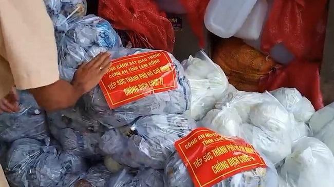 Chuyến xe yêu thương tiếp sức TP Hồ Chí Minh chống dịch - Ảnh minh hoạ 2