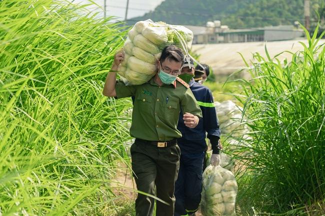 Công an Lâm Đồng hỗ trợ TP Hồ Chí Minh 17 tấn rau