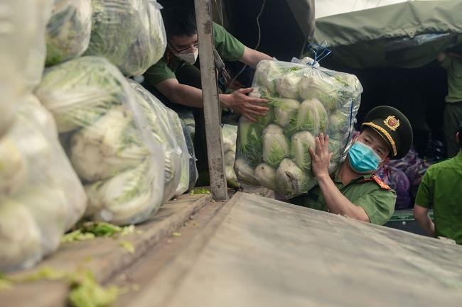 Công an Lâm Đồng hỗ trợ TP Hồ Chí Minh 17 tấn rau - Ảnh minh hoạ 2