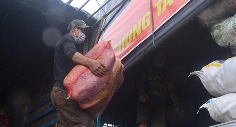 60 tấn rau của UBND TP Đà Lạt đến với bà con vùng tâm dịch