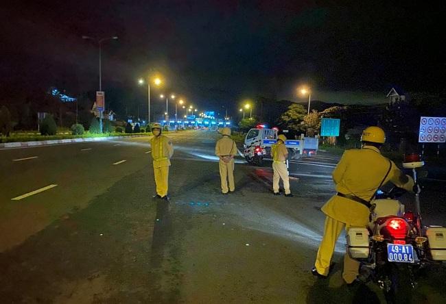 CSGT trắng đêm ngăn chặn xe máy đi vào cao tốc - Ảnh minh hoạ 2