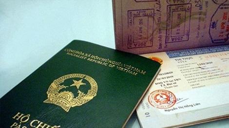 Làm việc cả thứ bảy để hồ sơ hộ chiếu không tắc nghẽn