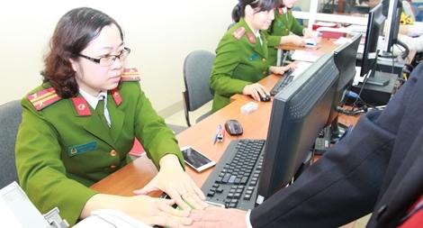 Cận cảnh một buổi cấp,  đổi thẻ căn cước công dân tại Hà Nội