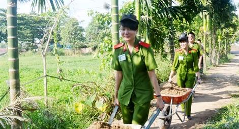 Hơn 20.000 cán bộ, chiến sĩ tham gia hoạt động nghĩa tình với người dân TP Hồ Chí Minh
