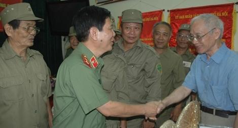 Thứ trưởng Nguyễn Văn Sơn thăm phường Nguyễn Du