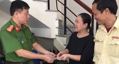 Công an quận Hoàn Kiếm liên tiếp mang niềm vui cho người dân