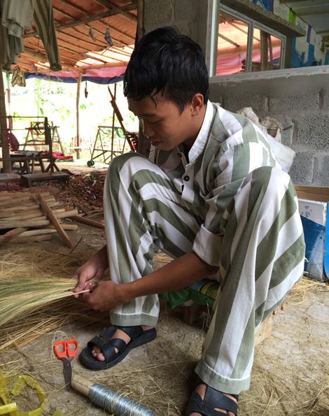Phạm Đình Cử trong giờ cải tạo lao động.