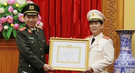 Trao Huy hiệu 30 năm tuổi Đảng cho Thứ trưởng Nguyễn Văn Sơn