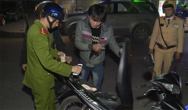 Công an Thái Bình tăng cường tuần tra kiểm soát để phát hiện các đối tượng tàng trữ pháo nổ, vi phạm pháp luật.