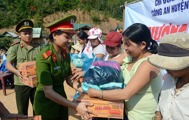 Phụ nữ Công an tỉnh Quảng Ngãi cải cách hành chính, nâng cao hiệu quả phục vụ nhân dân