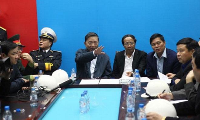 Bộ Trưởng Bộ Công an Tô Lâm cùng lãnh đạo thành phố chỉ đạo công tác chữa cháy.