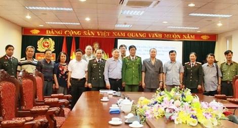 Đoàn cán bộ Học viện CSND thăm và làm việc tại Công an tỉnh Hòa Bình
