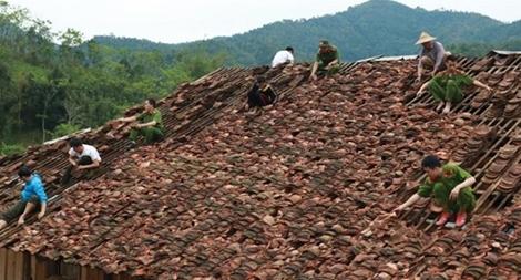 Công an tỉnh Bắc Kạn giúp dân bị thiệt hại do mưa đá
