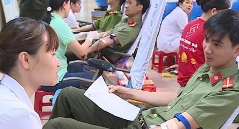 Đoàn viên, thanh niên Công an tỉnh Quảng Ngãi hiến máu cứu người