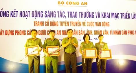 Trao thưởng cuộc thi sáng tác tranh cổ động tuyên truyền về cuộc vận động