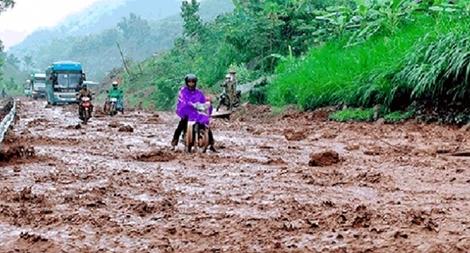 Nỗ lực giúp dân khắc phục hậu quả mưa lũ, khôi phục sản xuất
