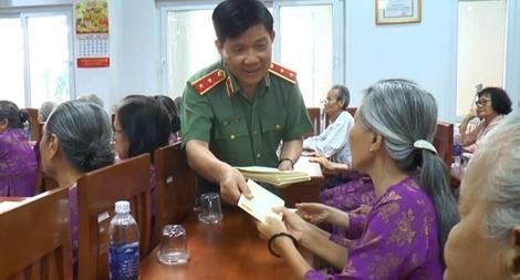 Thứ trưởng Nguyễn Văn Sơn thăm Trung tâm phụng dưỡng người có công cách mạng