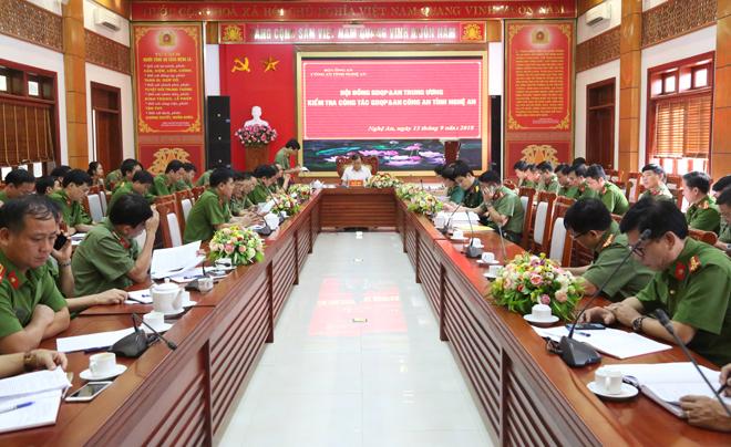 Kiểm tra công tác giáo dục quốc phòng và an ninh tại Công an tỉnh Nghệ An