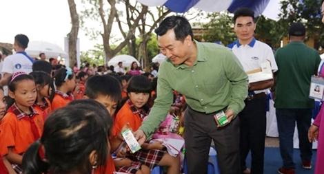 Vinamilk trao quà trung thu cho trẻ em tỉnh Vĩnh Phúc