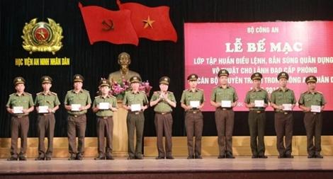 Bế mạc lớp tập huấn điều lệnh, bắn súng quân dụng, võ thuật trong CAND năm 2018